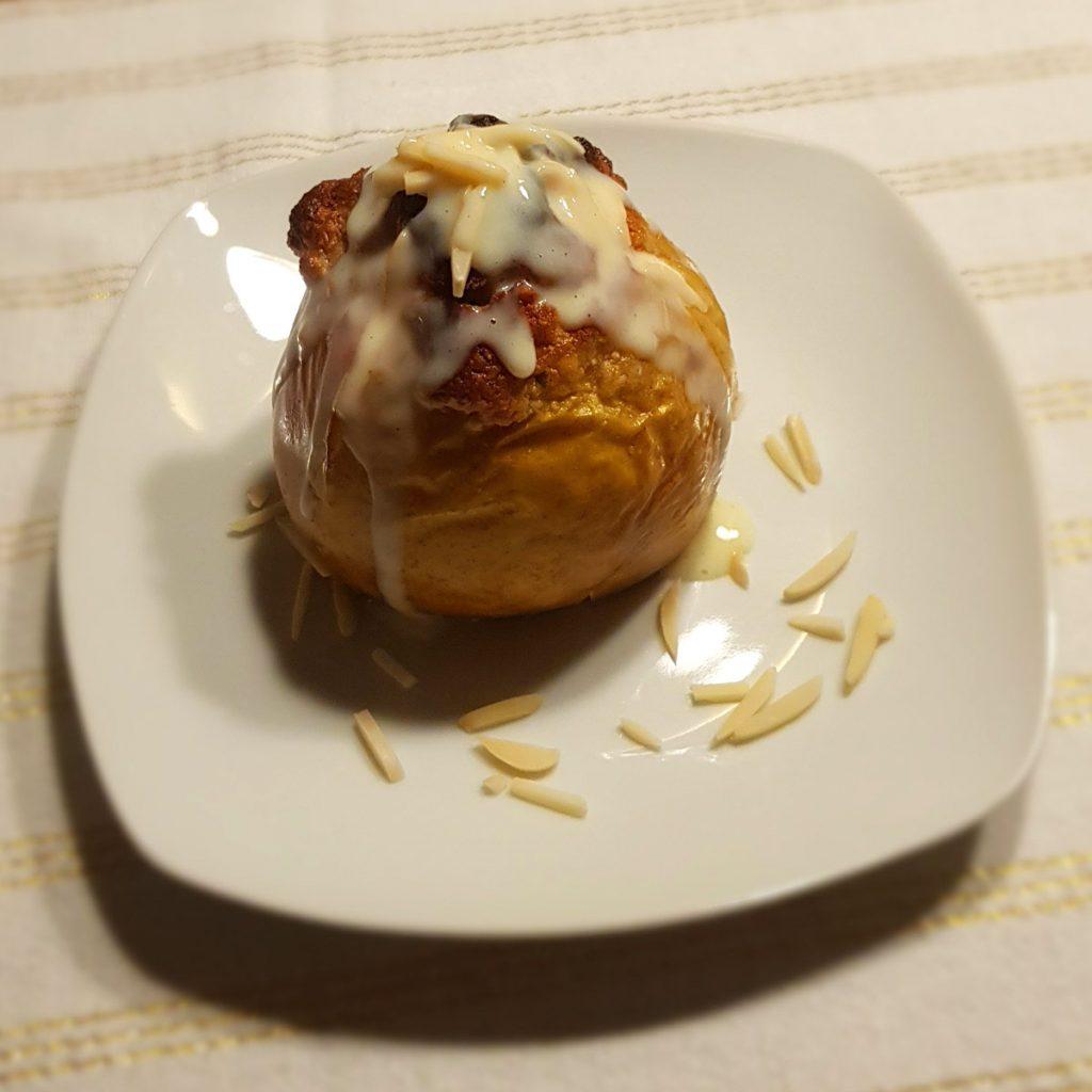 Bratapfel mit Marzipan und Vanillesoße
