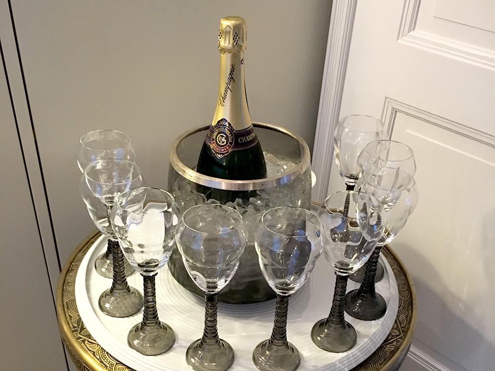 Champagner für die Gäste beim Private Dining Berlin