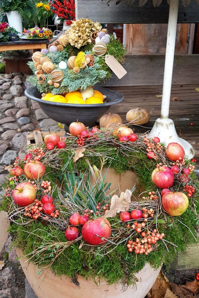 Gärtner in Wannsee bei Mutter Fourage Blumentöpfe Weihnachtsdeko, Herbstdeko