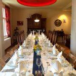 im Privathaus in Berlin-Wannsee festlich Essen und Trinken